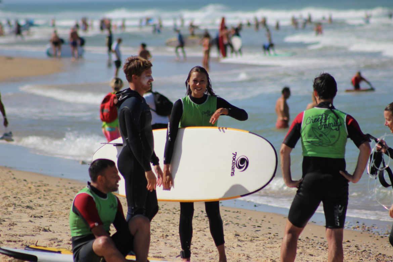Les écoles de surf à Lacanau, porteuses d'emploi en Nouvelle-Aquitaine